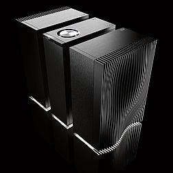Highend Verstärker Naim Reference auf schwarzem Grund, dynamisch schräg abgelichtet.