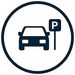 uploads/Abgebildet ist das allgemeine Zeichen der Bundesanstalt für Straßenwesen für einen Parkplatz. Der Buchstabe P in weiß auf blauem Grund.