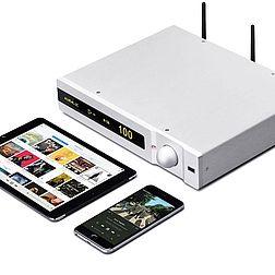 """Das Bild zeigt einen Auralic Taurus zusammen mit zwei Apple Geräten, einem iPhone und einem iPad, die zur Bedienung des Taurus genutzt werden können. Im Moment läuft darauf das Album """"Abbey Road"""" der Beatles."""